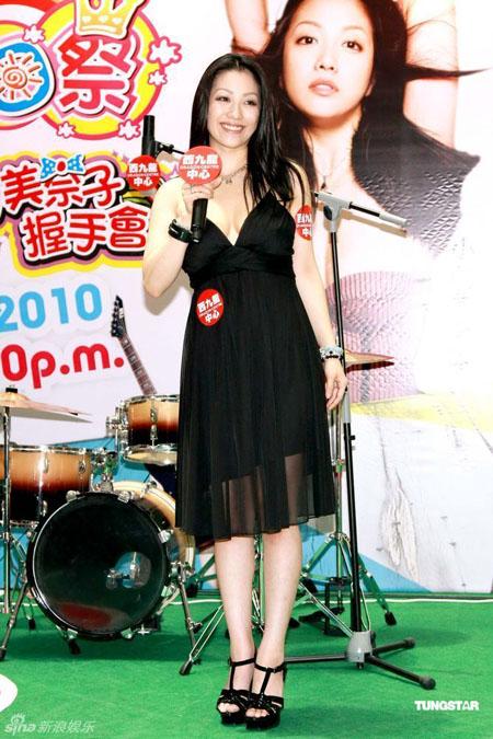 《花与蛇3》小向美奈子演全裸床戏 与粉丝玩捆绑
