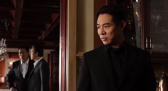 李连杰在《war游侠》里再次饰演残酷的杀手