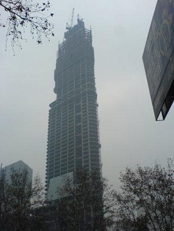 全球资讯_南京第一高楼紫峰大厦比紫金山高1.1米 全球第七_产经资讯_嘻嘻网
